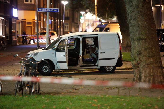 De politie onderzoekt in de omgeving van de Maassilo een Spaans busje dat in verband wordt gebracht met de terreurdreiging.