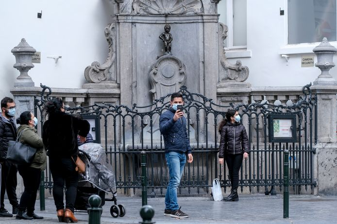 Het Brusselse standbeeldje Manneken Pis blijft een trekpleister, ook tijdens de pandemie.