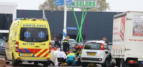 Vier voertuigen botsen op elkaar op kruising in Boxtel