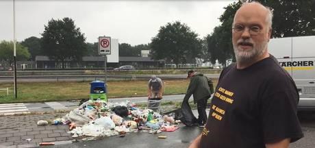 VIDEO: Imker uit Tilburg komt in actie tegen vuilnisbelt langs A58