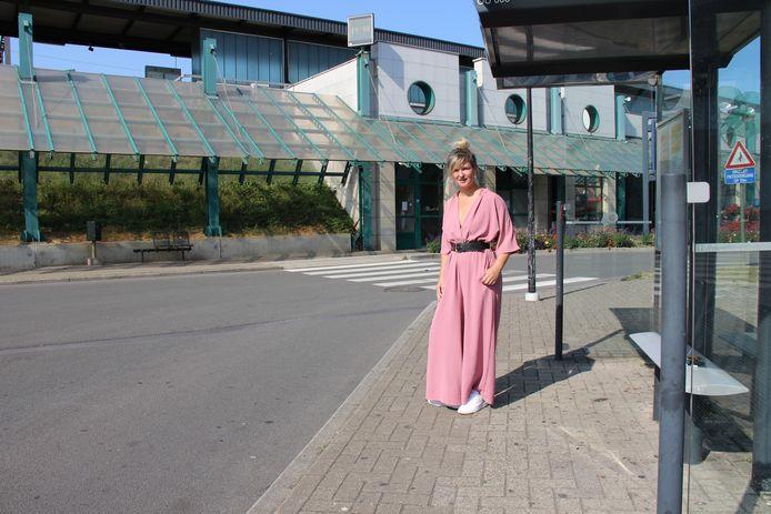 Dagmar Beernaert (sp.a) vindt dat de stad snel werk moet maken van een betere toegankelijkheid van de bushaltes.