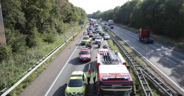 Verkeer rond Bergen op Zoom loopt vast door kettingbotsing op A4.