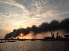 Nog altijd veel rook door grote brand Westelijk Havengebied