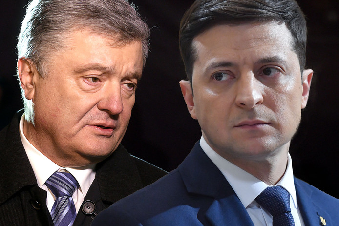President Porosjenko (l) en verkiezingskandidaat Zelenski.
