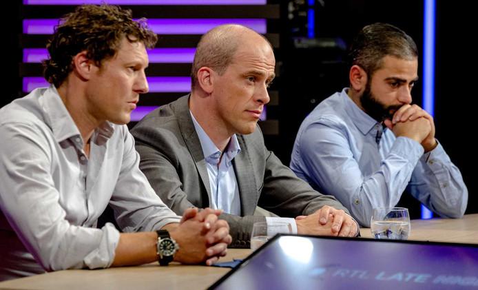 Jeroen Oerlemans, Diederik Samsom, Danny Ghosen en Humberto Tan tijdens een speciale uitzending van RTL Late Night voor vluchtelingen.