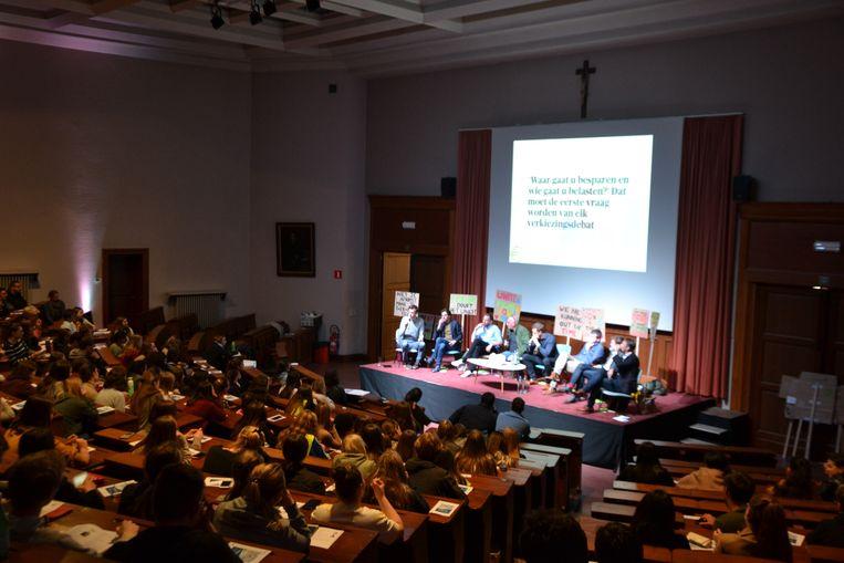 Politiek debat in Ursulinen Mechelen - een overvolle zaal luisterde aandachtig naar de politici