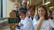 Kinderen maken voor het eerst kennis met hun 'droommachine'
