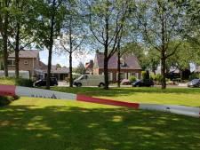 Politie doet onderzoek naar geparkeerd wit busje in Winssen na dodelijke schietpartij in Beuningen