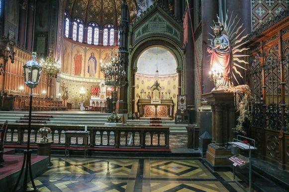 De Sint-Annakerk binnenin: een grote ruimte zonder zijbeuken.