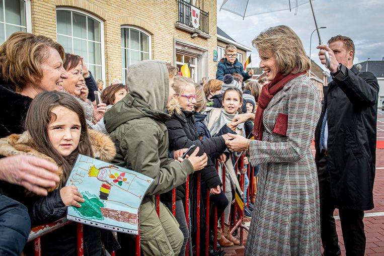 Kinderen gaven ook tekeningen af aan de koningin.
