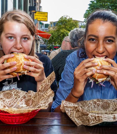 De krekelhamburger: goed voor het milieu en bij dit restaurant nog populair ook