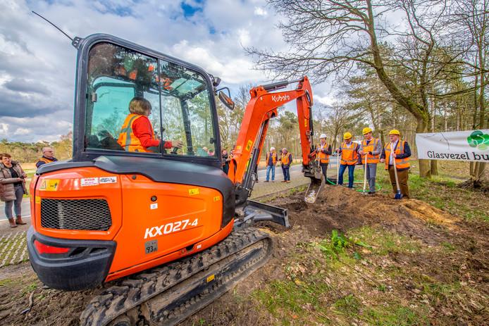 April 2019: het begin van de aanleg van een glasvezelnetwerk in Bergen op Zoom en omgeving. Of Etten-Leur ook een glasvezelnetwerk krijgt, moet binnen een paar weken duidelijk worden.