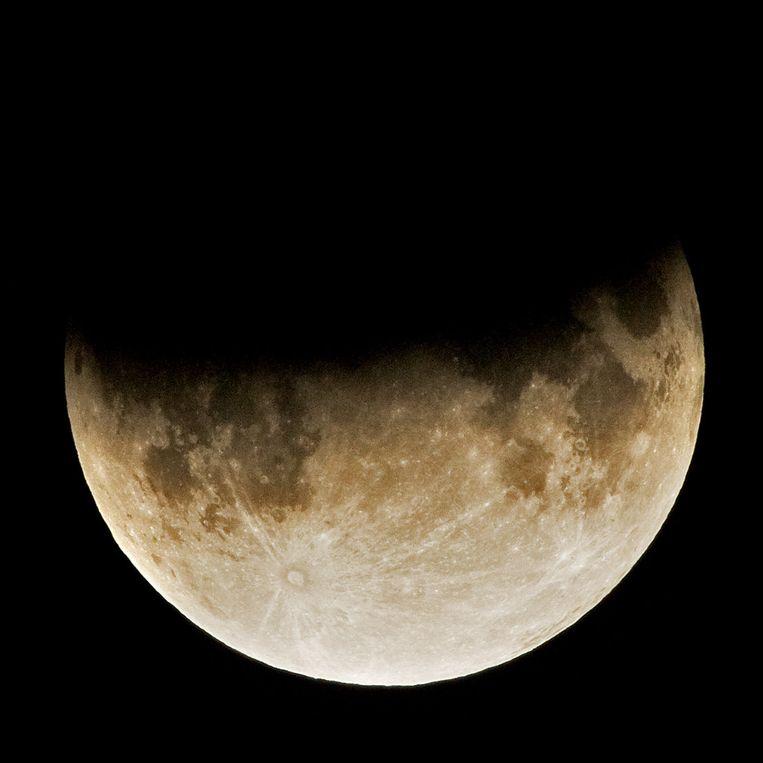 De gedeeltelijke maansverduistering van 26 juni 2010. Beeld J.J. Harrison