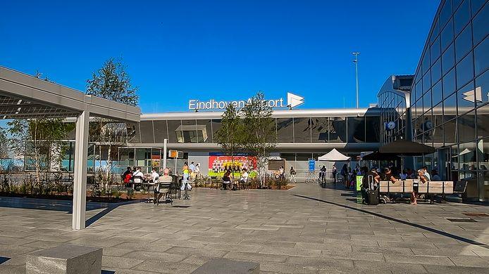 Storing op Eindhoven Airport zorgt voor chaos.