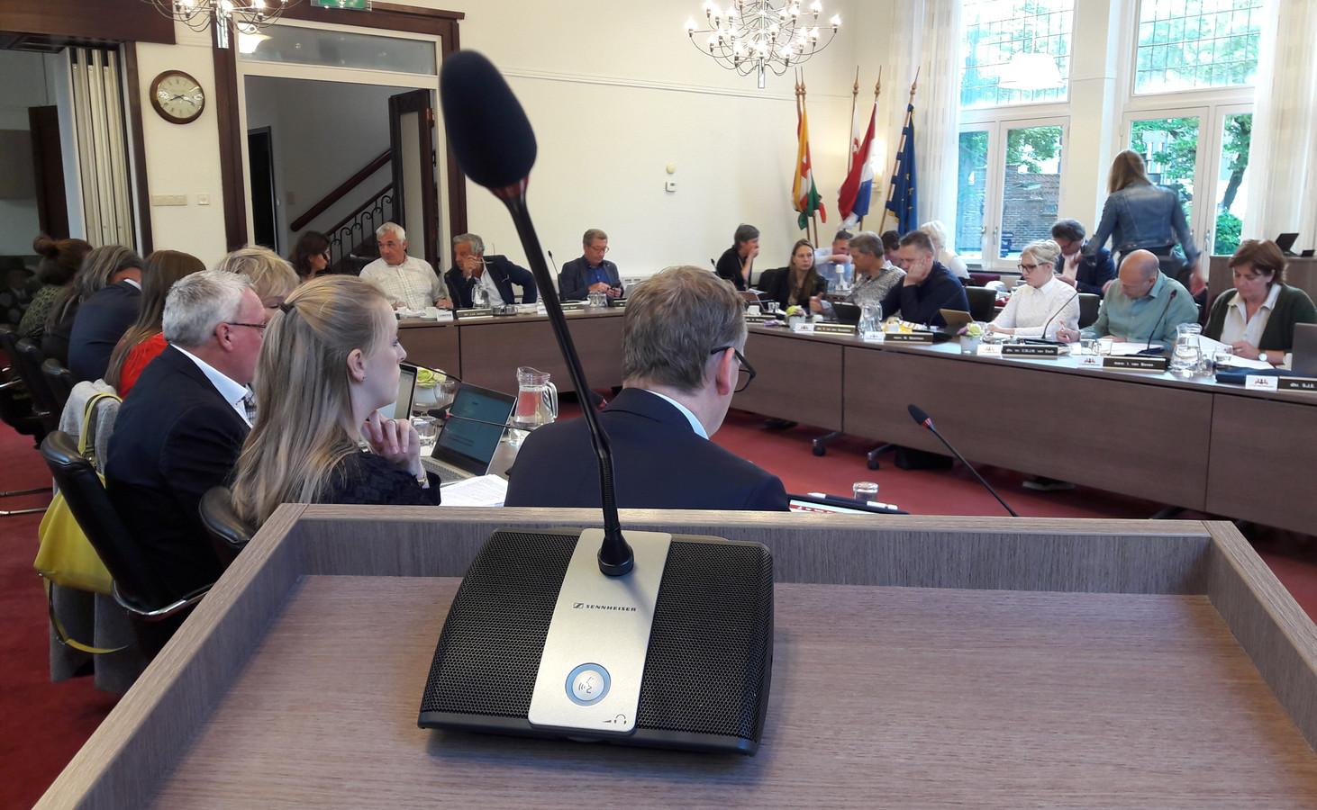 Zicht op de gemeenteraad van Oisterwijk vanaf het spreekgestoelte