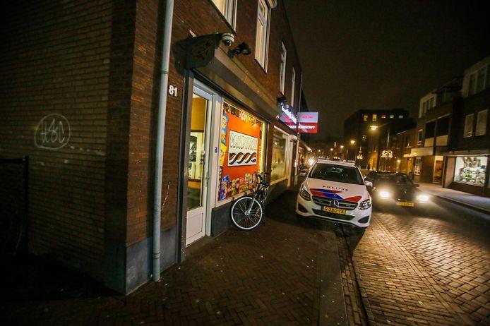 Een brutale diefstal bij snoepwinkel Candyman aan de Heistraat in Helmond.