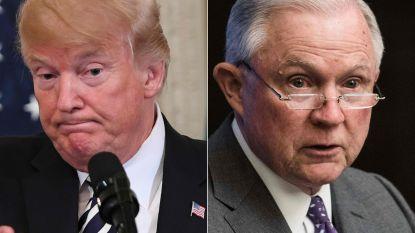 """Trump valt opnieuw zijn """"onwetende"""" minister van Justitie Jeff Sessions aan"""