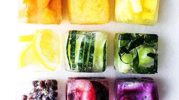 Kleurrijke ijsblokjes voor fruitige verfrissing