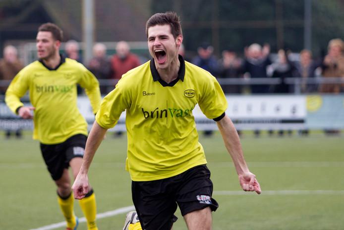 Spits Jelle Schijvenaars scoorde een hattrick voor UNA.