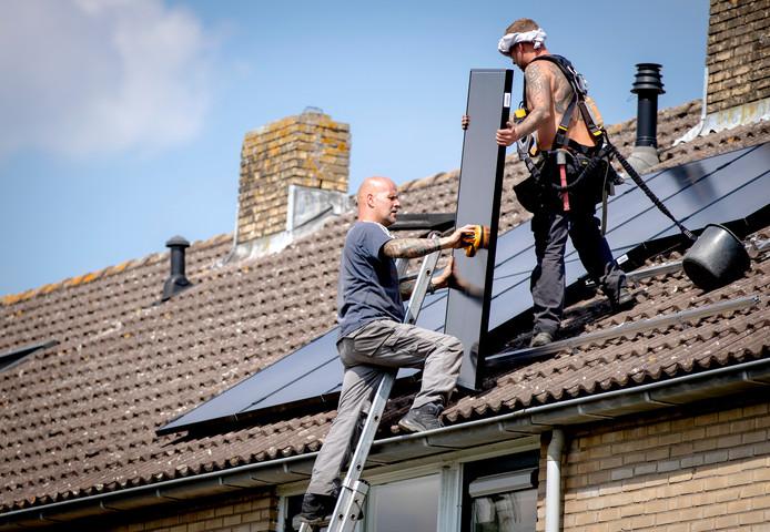 Steeds meer huizen hebben zonnepanelen op het dak, met vorig jaar een groei van maar liefst 37 procent.