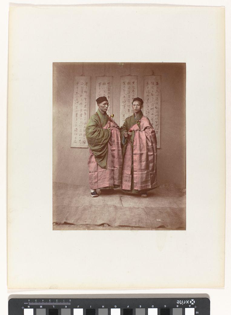 Portret van monniken, Baron von Stillfried, ca. 1875, uit Vroege fotografie uit Keizerlijk China Beeld Rijksmuseum