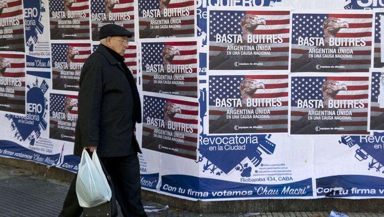 Aasgieren-posters in Argentinië. Beeld AFP
