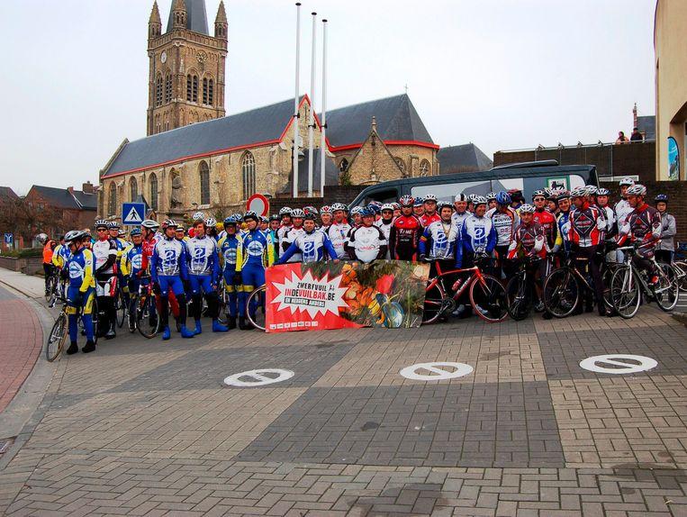 De verbroederingsrit voor de wielertoeristenclubs van Hooglede-Gits heeft een lange traditie en kan telkens op veel volk rekenen. Bovenstaand beeld dateert al van 2011