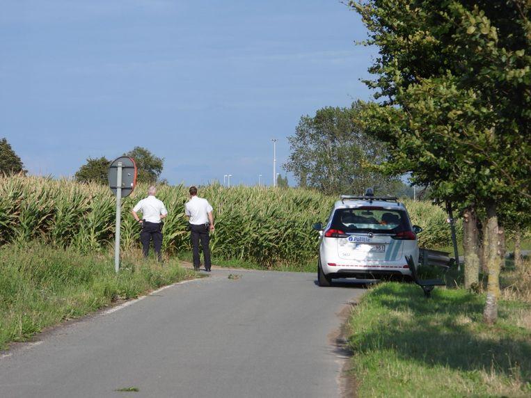 Twee verdachten vluchtten een maîsveld naast de snelweg in.