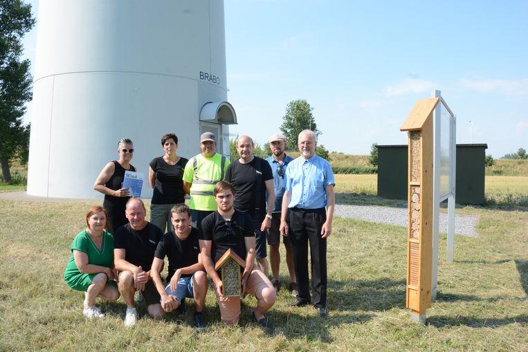 Vasse Kweek en Wase Wind sloegen de handen in elkaar om bijenhotels te plaatsen onder windturbines, onder meer langs de E17 in Kruibeke en Beveren.