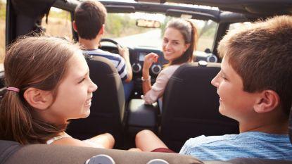 """""""Ook meezingen met kinderen kan ongevallen veroorzaken"""": Touring waarschuwt voor afleiding achter het stuur"""