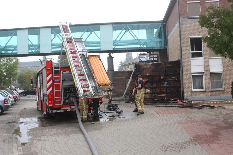 Door de brand werd een bijgebouw vernield.