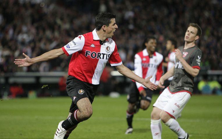 Feyenoorder Roy Makaay scoort 1-0 tegen FC Twente vanuit een strafschop. Foto ANP/Ed Oudenaarden Beeld