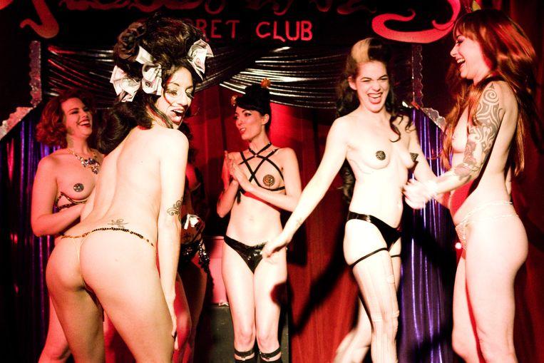 Een burlesque-competitie in The Allways Lounge. Beeld Io Cooman