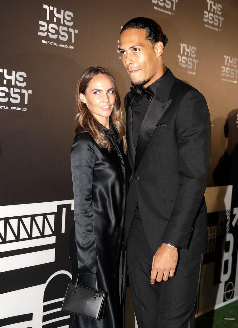 De Nederlandse verdediger Virgil van Dijk met zijn vriendin Rike Nooitgedagt bij de verkiezing voor Europees voetballer van het jaar. Beeld AP