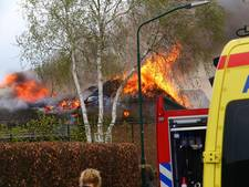 Brand verwoest huis in Haren, buren redden hond
