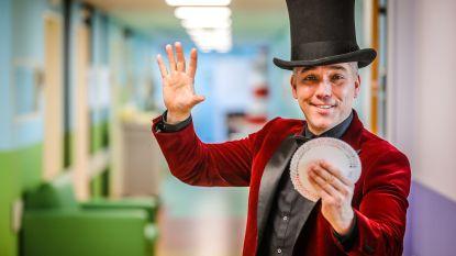 Armand Magic goochelt voor Rode Neuzen Dag in AZ Sint-Lucas