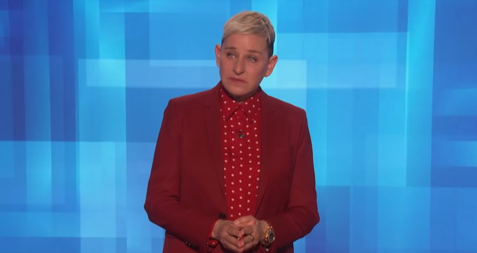Ellen DeGeneres en sanglots lundi en parlant de la mort de Kobe Bryant.