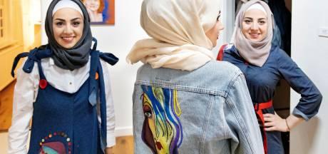 Bestse modeontwerpster uit Syrië exposeert in De Wieger in Deurne