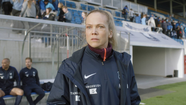 Actrice Ane Dahl Torp geeft trainster Helena Mikkelsen precies de geloofwaardige afwisseling van stoerheid en kwetsbaarheid. Beeld