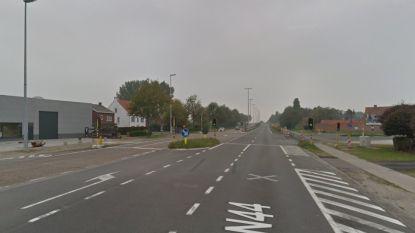 Achterligger rijdt in op stilstaand voertuig aan lichten op Knokkebaan: bestuurder zwaargewond