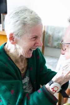 Verliefde fan 'Beppie' (84) dolblij met verrassingsbezoek Marco de Hollander