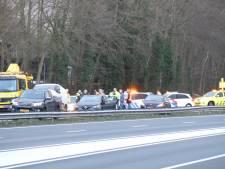Schade aan meerdere auto's bij kettingbotsing op A28 bij Harderwijk