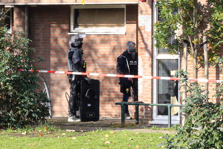 Onderzoek aan het Peelhof in Helmond na een schietpartij.