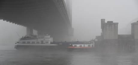 Tanker botst tegen spoorbrug in Zaltbommel, hulpdiensten voorkomen verkeersinfarct op A2