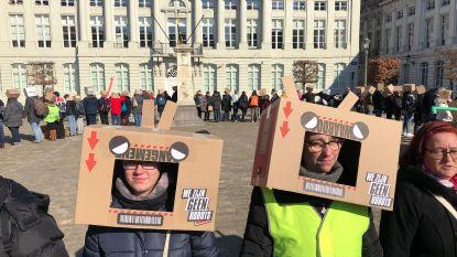 """Waardigheidsmars in Brussel tegen stigmatisering van armen: """"Wij zijn geen robots"""""""