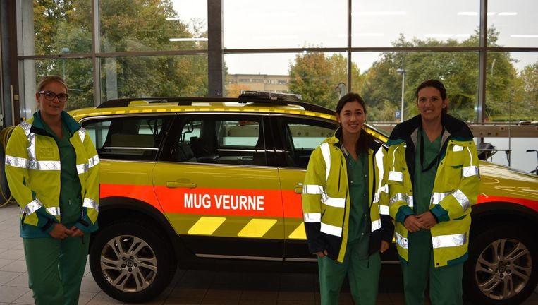 Spoedverpleegkundigen Cynthia Castryck en Anouchka Huyghe en verpleegkundige Natacha Bacqué bij de nieuwe MUG.