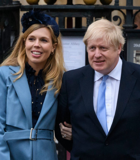 La fiancée de Boris Johnson, enceinte, présente des symptômes du coronavirus