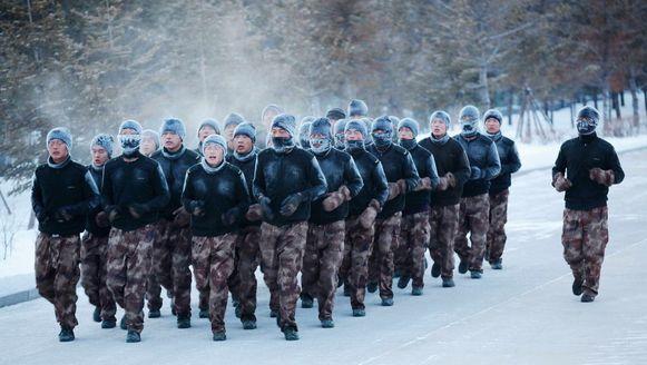 Soldaten op oefening in een militair kamp in de Chinese provincie Heilongjiang, bij temperaturen van min 30 graden Celsius. Het lot dat ook de ploegmaats van Isabelle Yacoubou te beurt valt.