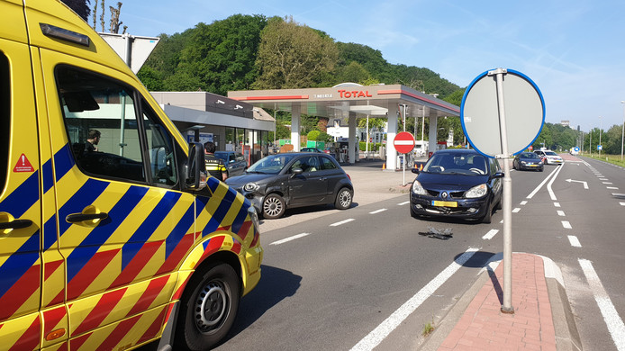 Op de N325, bij tankstation 't Meertje, botsten twee auto's op elkaar.