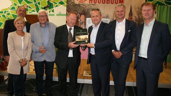 Raymond schrijft boek over geschiedenis wijk Hoogboom